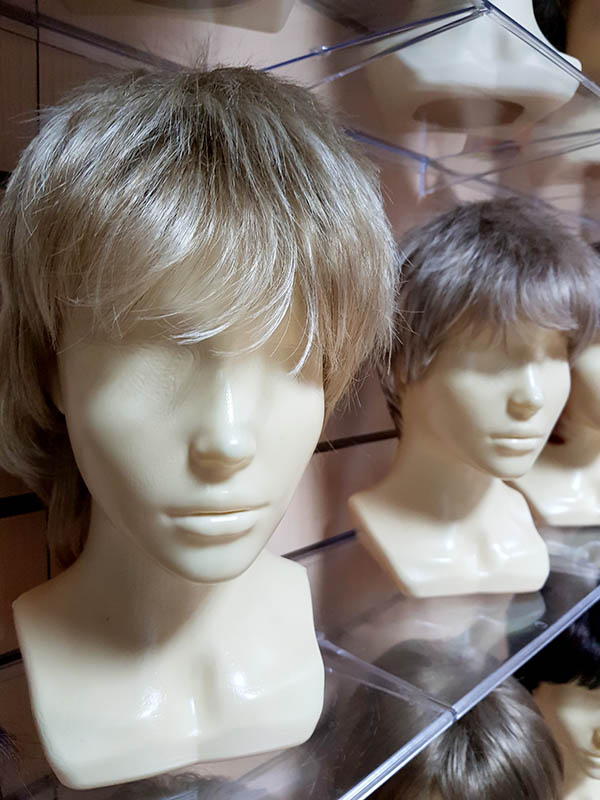 натуральный парик с короткими волосами
